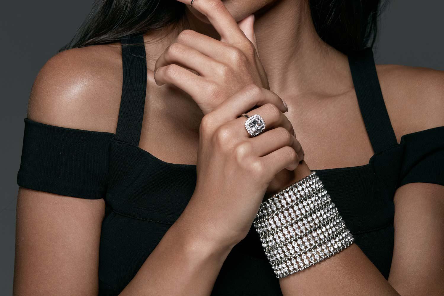 טבעת אירוסין עם צמידי יהלומים