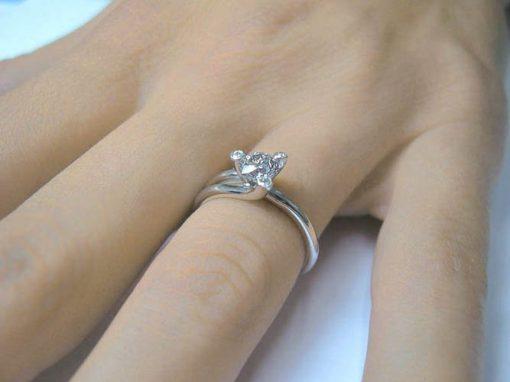 טבעת אירוסין, טבעת אירוסין טוויסט, טבעת אירוסין מיוחדת, טבעת יהלום, טבעת זהב לבן